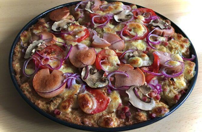 So eine Dibbelabbes Pizza benötigt natürlich auch saarländische Zutaten wie Lyoner